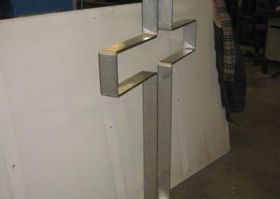 Aluminium kruis voor kunstenaar